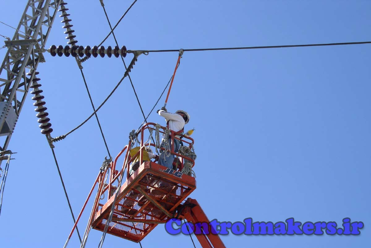 The manlift and the circuit are grounded to a common grid creating an E.P.Z.